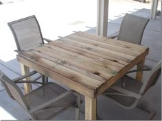 Rustic Pallet Patio Table (for FREE)  Totally digging this idea!