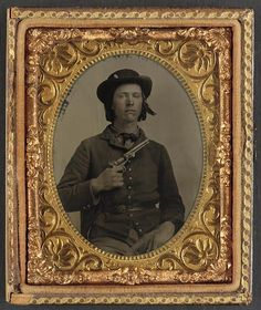 Here is a great sixth plate tintype of a bearded early war infantry soldier holding a Smith & Wesson revolver. Soldier is wearing epaulettes indicative of early war Louis Daguerre, America's Army, Union Army, Confederate States Of America, War Image, Civil War Photos, Le Far West, American Civil War, American History