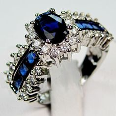 blue saffire ring and diamonds in white gold!