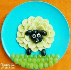 The silly and playful sheep fruit snack is a great way to create food art for kids . - The silly and playful sheep fruit snack is a great way to create food art for kids … – - Cute Snacks, Cute Food, Good Food, Kid Snacks, Funny Food, Kid Lunches, Snacks Ideas, Lunch Snacks, School Lunches