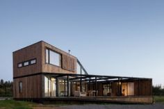 Umwelt builds house and detached guest cabin for surfers in Chile Guest Cabin, Farmhouse Style Kitchen, House In The Woods, Townhouse, Designer, Building A House, Brick, House Design, Decoration