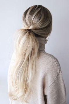 Messy Low Twisted Pony ❤️ Still think that low ponytail is simple and boring? Well, our ideas are going to prove you otherwise! Sleek and straight hairlook for prom, messy hairstyles with braid, curly ideas with a side part, and lots of fa Simple Ponytails, Simple Bun, Hair Simple, Easy Hairstyle Video, Ponytail Hairstyles, Fall Hairstyles, Ponytail Ideas, Hair Ponytail, Simple Hairstyles