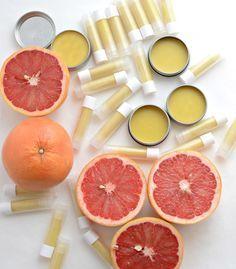 Homemade Beeswax Lip Balm (Homemade Pink Grapefruit Burt's Bees!):