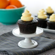 These chocolate orange creamsicle cupcakes taste JUST like a chocolate-dipped orange creamsicle. Meet your new go-to chocolate cupcake & frosting recipe. Chocolate Orange, Chocolate Dipped, Chocolate Cupcakes, Chocolate Recipes, Cupcake Frosting Recipes, Baking Cupcakes, Cupcake Cakes, Cup Cakes, Diy Cupcake