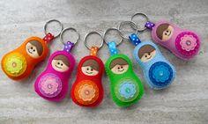 felt Matryoshka keychain - (no pattern) Felt Diy, Felt Crafts, Craft Projects, Sewing Projects, Craft Ideas, Felt Keychain, Matryoshka Doll, Felt Fabric, Love Sewing