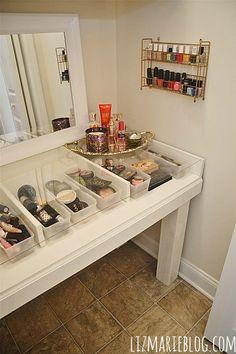 DIY Glass Top Makeup Vanity DIY Glass Top Vanity Desk - Directions on how to make your own at Diy Vanity, Vanity Room, Vanity Desk, Closet Vanity, Vanity Tables, Closet Drawers, Diy Makeup Storage, Make Up Storage, Makeup Organization
