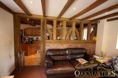 Spectacular posts, brackets and doorways - Oakmasters -  Use oak posts to create an airy room divider