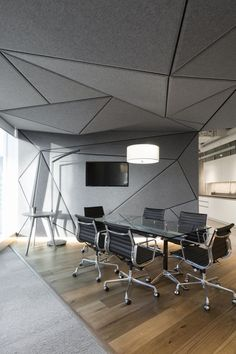 Workspace with geometric ceilings | Office Ceiling | Modern offices | #officeceiling #modernoffice #ceilingdesign | www.ironageoffice.com