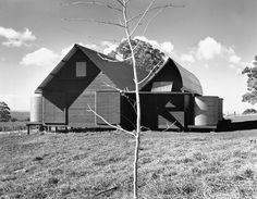 The two houses have been built in Mount Irvine, the most agricultural region in the Blue Mountains, as a weekend home for two families from Sydney. Glen Murcutt, Museum Plan, Archi Design, Alvar Aalto, Built Environment, New Builds, Country Style, My Dream Home, Building A House