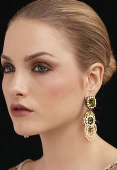 Style make-up is also important and should be adjusted to you. It is the age pattern, wedding make-up so that you can afford all of the retro look, nude look even darkerskog. Wedding Makeup Tutorial, Wedding Makeup Tips, Bridal Makeup Looks, Natural Wedding Makeup, Bridal Beauty, Dark Circles Makeup, Day Makeup, Makeup Ideas, Makeup Hacks