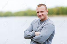 Спортивный Avtive человек отдыхает после тренировки. Улыбается. Фотография, картинки, изображения и сток-фотография без роялти. Image 61917735.