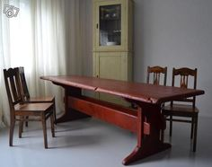 Juhlavankokoinen talonpoikainen kääntöpöytä 1800-luvun alusta Karhulankankaalta