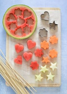 Easy Melon Fruit Kebabs for Kids Recipe You are in the right place about american Food Recipes Here we offer you the most beautiful pictures about the Food Recipes summer you are looking for. When you examine the Easy Melon Fruit Kebabs for Kids Recipe … Easy Meals For Kids, Easy Snacks, Kids Meals, Healthy Snacks, Food Recipes For Kids, Summer Recipes, Easy Recipes, Easy Party Food, Snacks Für Party