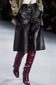 Celine Ready to Wear Herbst Winter 2019 2020 Finessen Vogue Paris Fashion Night, Fashion Pants, High Fashion, Winter Fashion, Fashion Show, Fashion Outfits, Fashion Clothes, Fashion Videos, Fashion Websites