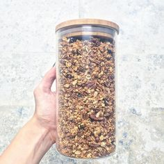 RECIPE: this selfmade granola is our favourite breakfast Ketogenic Diet Breakfast, Ketogenic Diet Food List, Ketogenic Diet For Beginners, Granola, Muesli, Breakfast On The Go, Breakfast Bowls, Breakfast Recipes, Diet Recipes