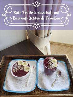 Herbstrezept: Lass Dich von unserer roten Frühstücksschale mit Beerenfrüchten & Trauben verzaubern.