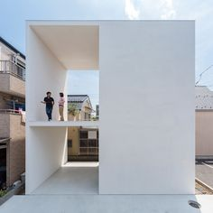 Little House with a Big Terrace. Little House with a Big Terrace is a beautiful dwelling with natural simplicity located in Tokyo designed by Takuro Yamamoto Architects. Architecture Design, Japan Architecture, Minimal Architecture, Fashion Architecture, Casa Pop, Compact House, Arch House, Japanese House, Large Homes