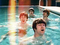 """""""Si los Beatles de los 60 tenían un mensaje, ése era: 'Aprende a nadar. Y cuando hayas aprendido, ¡nada!""""."""