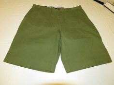 Men's Tommy Hilfiger 42 Classic Fit shorts 317 Moss Green 7871331 casual TH #TommyHilfiger #shorts