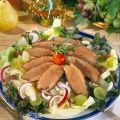Receptek Lajos Mari konyhájából - Körtés-szőlős libamellsaláta Cobb Salad, Sausage, Food And Drink, Dishes, Meat, Sausages, Tablewares, Dish, Signs