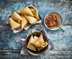 Recipe Samosa with fresh tomato chutney by Thermomix in Australia - Recipe of category Starters (kitchenaid australia) Tomato Chutney, Savory Snacks, Tray Bakes, Starters, Finger Foods, Yummy Food, Stuffed Peppers, Fresh, Ethnic Recipes