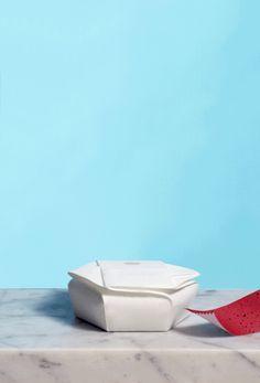 O estúdio sueco Tomorrow Machine é o responsável por essas incríveis e surpreendentes embalagens de alimentos. Cada uma delas é única e extremamente criativa. Na verdade, cada pacote tem a sua própria prática e ação inovadora. Embalagem de óleo Feita de açúcar caramelizado e coberto com cera. Esta embalagem é composta por alimentos à base (...)