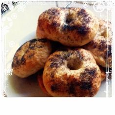 creamcheese and smoked salmon would go lovely on these Bagels! Smoked Salmon, Bagels, Blogging, Bread, Food, Brot, Essen, Baking, Meals
