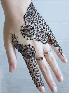Best Cool Hand Mehndi Henna Design