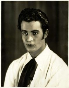 Gilbert Roland would fit right into the recent emo vampire movies. Hollywood Walk Of Fame, Old Hollywood, Gilbert Roland, Actors Then And Now, Real Movies, Thing 1, Silent Film, Archetypes, Cinema