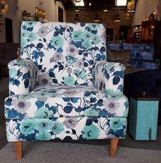 Poltrona Lucy... ideal para el descanso,🏠 tomar un café ☕ o ver tu programa favorito. Tenemos nueva colección de telas para personalizarla🌟 Reserva la tuya en el whatsapp 350 582 6013 Wingback Chair, Armchair, Accent Chairs, Furniture, Home Decor, Home Decorations, Fabrics, Sofa Chair, Upholstered Chairs