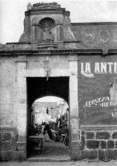 Vecindad ubicada en la calle de Manzanares 44 en el rumbo de la Merced, Ciudad de México.-1930