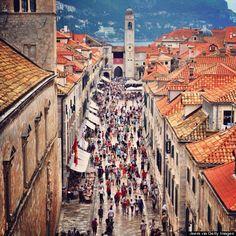 海外のメジャーどころは行き尽くした…そんな大人女子には、クロアチアがオススメ!中でも、「紅の豚」や「魔女の宅急便」の舞台にもなったいう世界遺産・ドブロヴニクの旧市街は、まさに映画の世界に迷い込んだような美しさ。そのほか、修道院の秘伝コスメや、とびきり新鮮なシーフードなど、その魅力をたっぷりご紹介♡