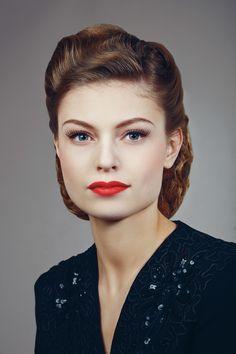 New vintage makeup look tutorials retro hair Ideas Looks Rockabilly, Rockabilly Stil, Rockabilly Makeup, Vintage Makeup Looks, Retro Makeup, Vintage Beauty, 1950s Makeup, Classic Makeup Looks, Edgy Makeup