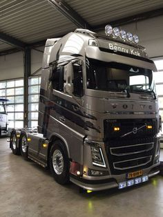 VOLVO Truck- Cabover