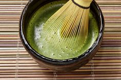 Proponents of Matcha, a bright green powder made from tea leaves, say it handily beats green tea in delivering an antioxidant. An analysis of the claims.
