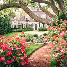architecture, exterior, and garden image The Colour Of Spring, Design Exterior, House Goals, My Dream Home, Curb Appeal, Future House, Beautiful Homes, Sweet Home, Home And Garden