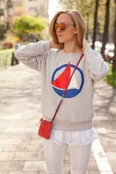 Italian blogger Vicky from The Golden Bun wearing our sporty Petit Bateau sweater - http://www.petit-bateau.fr/?CMP=SOC_11732&SOU=&TYP=SOC&KW=pinterest #petitbateau #thegoldenbun #sweatshirt