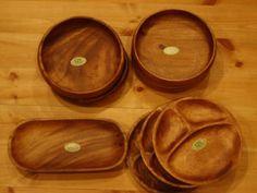 ナチュラルキッチンの木製皿