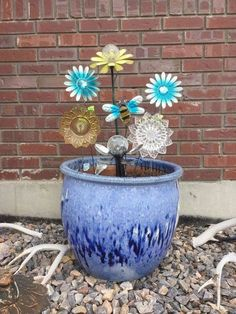 Thrift Store Home Decor Idea for your Garden Decorating your home on a budget? You'll love this repurposing decor idea for your garden planters. You can find these household items in your local thrift or dollar store. Concrete Garden, Glass Garden, Garden Planters, Dish Garden, Succulent Planters, Garden Stakes, Garden Globes, Jolie Photo, Natural Texture