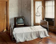 Alec Soth - Sleeping by the Mississippi series - Green Island, Iowa 2002 Magnum Photos, Mississippi, Contemporary Photography, Minimalist Photography, Street Photographers, Documentary Photography, Color Photography, Photography Names, Urban Photography