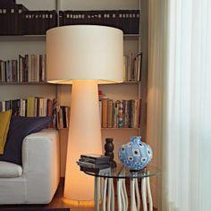La EYE SHADOW Floor Lamp è stata progettato dal designer olandese Marcel Wanders. Nel 2013 la Edition Collection Special Limited (di soli 33 pezzi) del costruttore italiano CAPPELLINI.  Che ne dite: Classic o Special Edition?