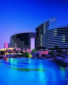 Visit one of the most luxurious hotels in Dubai, UAE