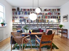 Books create a simple and artistic statement wall in this modern sitting room. #contemporary #library #bookshelf