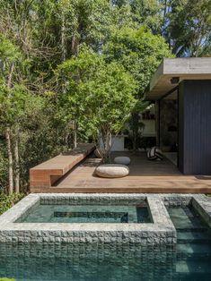 ANEXO CHALÉ MAIRIPORÃ — Macro Arquitetos Layouts Casa, House Layouts, Dream Home Design, House Design, House Outside Design, Casas Containers, Entrance Design, Forest House, Mediterranean Homes