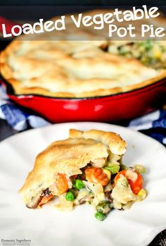 30 Minute Loaded Vegetable Pot Pie comes together super quickly and is majorly delicious! Packed full of healthy veggies, it& sure to comfort you this winter Beef Pot Pies, Vegan Pot Pies, Vegan Dishes, Meat Pies, Easy Vegetable Pot Pie Recipe, Vegetable Pot Pies, Vegetable Entrees, Easy Pie Recipes, Entree Recipes