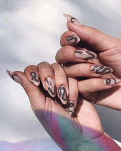 Try some of these designs and give your nails a quick makeover, gallery of unique nail art designs for any season. The best images and creative ideas for your nails. Hair And Nails, My Nails, Pin Up Nails, Love Nails, Amazing Halloween Makeup, Nagel Hacks, Nagel Gel, White Nails, Black Nails