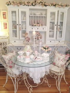 Shabby chic living room ideas at home is surely can invite the good ambiance. Not only the soft color will make your home looks sweet, but also some flowery furniture will freshen your home. Below are some hack you might want to take a peek. Shabby Chic Dining Room, Chic Living Room, Shabby Chic Bedrooms, Shabby Chic Kitchen, Shabby Chic Furniture, Dining Rooms, Shabby Chic Interiors, Pink Bedrooms, Living Spaces