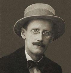 James Joyce (2 février 1882 - 13 janvier 1941), écrivain canonique du XXème siècle, auteur des prouesses littéraires Ulysse et Finnegan's wake, oscillait dans ses lettres à Nora, sa femme et muse absolue, du sacré et des serments éternels aux aveux les plus crus, choquants et impudiques. Rarement dans l'histoire littéraire une rencontre amoureuse n'éveilla de tels fantasmes à mi-chemin entre l'adoration religieuse et l'obscénité. À l'âge de 27 ans, le 8 décembre 1909, soit cinq ans après sa…