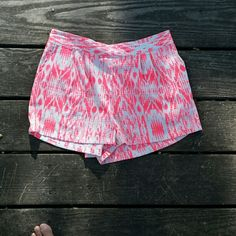 ♡SALE♡ Gray and neon orange pink shorts Gray undertone with neon orange - pink artsy print. Cute summer wear! Forever 21. Size small. Forever 21 Shorts