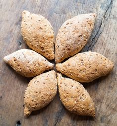 astridkokk – Grove rundstykker. Baked Potato, Potatoes, Bread, Baking, Vegetables, Ethnic Recipes, Food, Bread Making, Meal